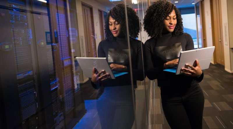 image of business woman with laptop